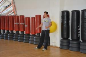 preparazione atletica per il windsurf squat 1 gamba con fit-ball
